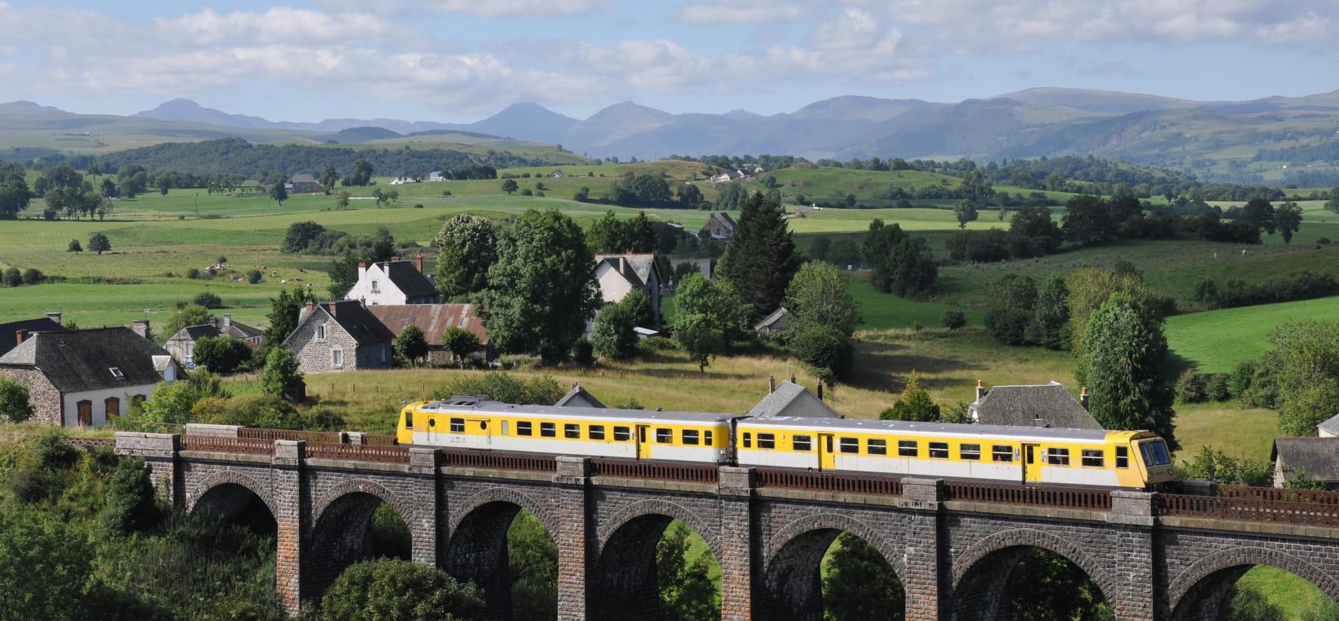 Viaduc de Lugarde Gentiane Express train touristique