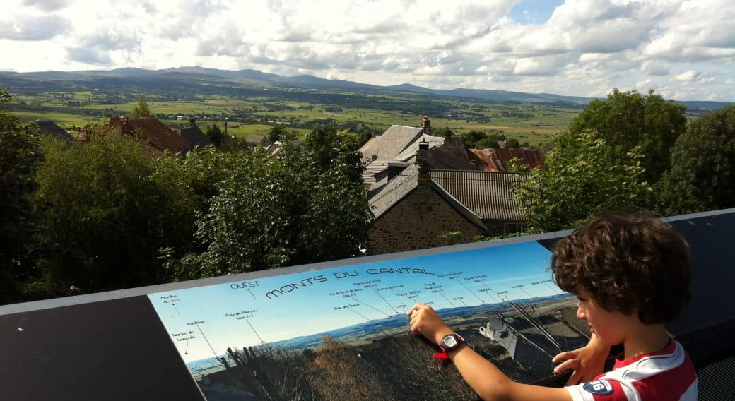 Point de vue de Tanavelle sur la Planèze de Saint-Flour