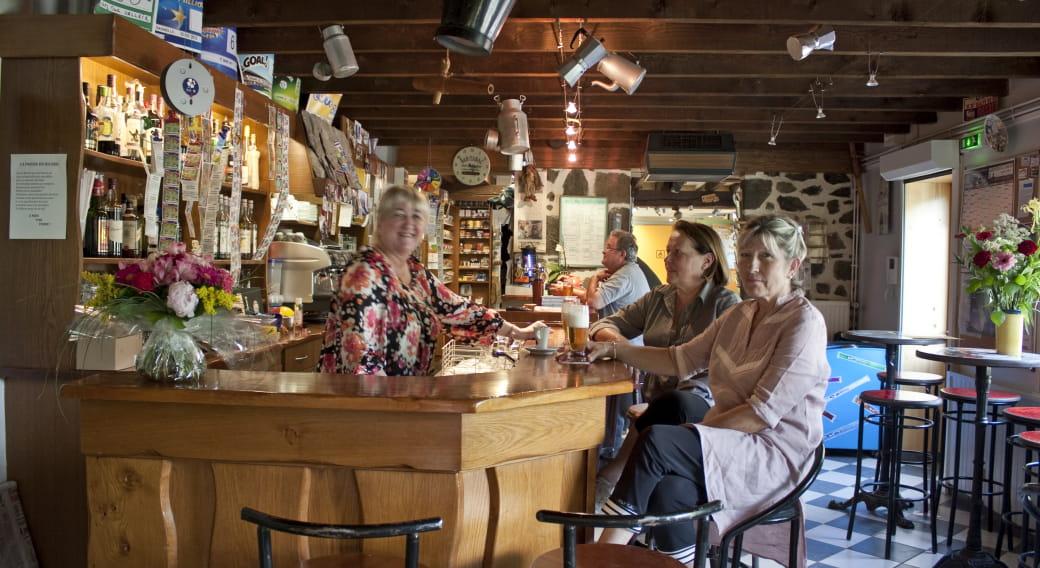 Camping de la Haute Sioule Saint Bonnet Près Orcival bar