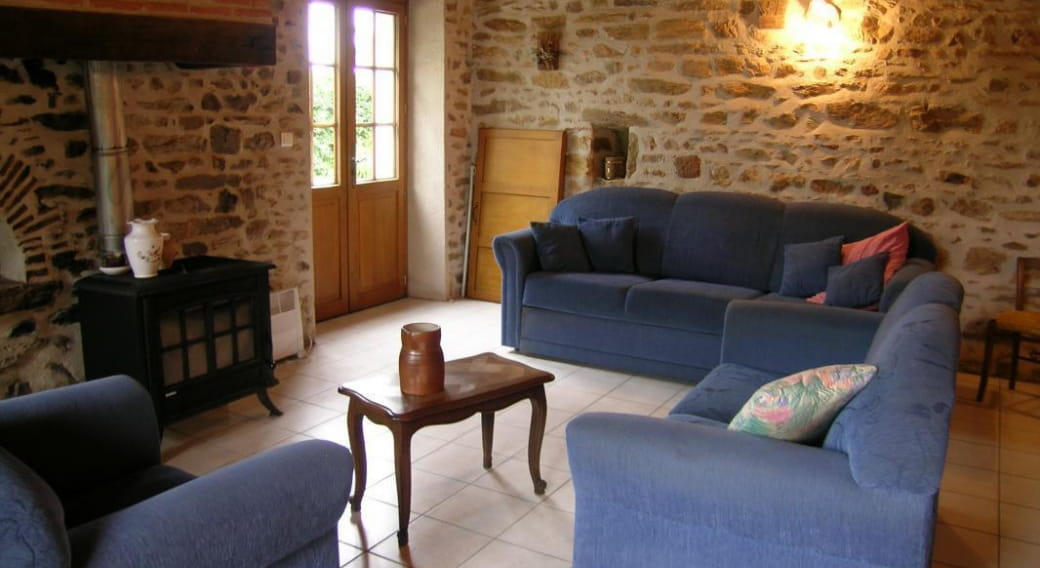 gite rural 'Marronnier' salon - salle à manger , vue de la porte d'entrée