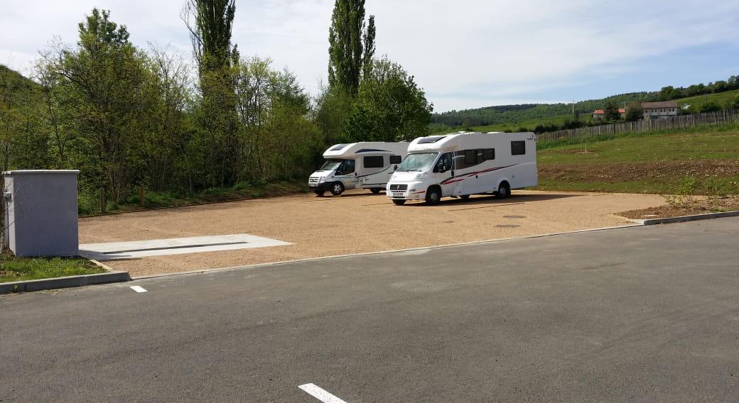 Stationnement et borne-services camping-car