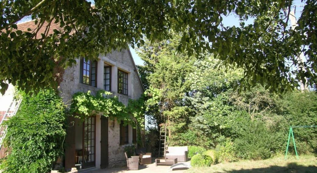 La Grange des Mounines à Bressolles dans l'Allier en Auvergne, le jardin