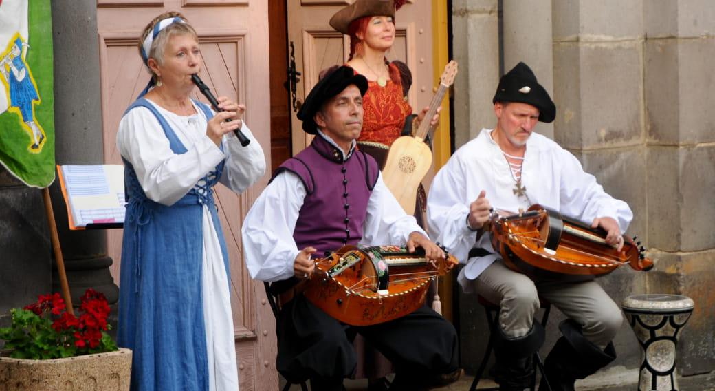 Drôle de visite : Saint-Cerneuf en musique.