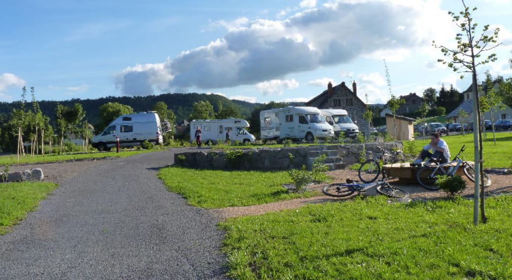 Aire d'accueil camping-car intercommunale de Neussargues en Pinatelle