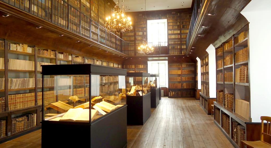 Visite de la bibliothèque du Grand Séminaire