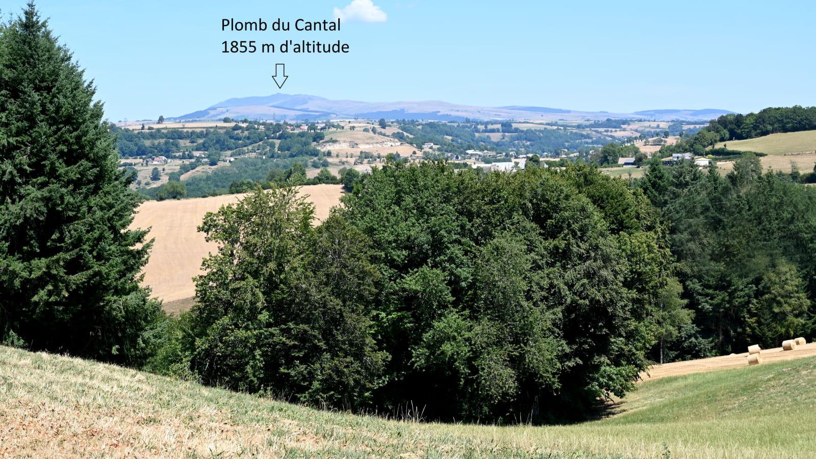 Point de vue sur les Monts du Cantal