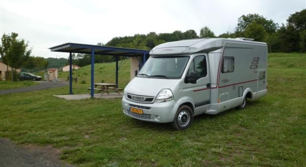 Stationnement et borne services camping-car