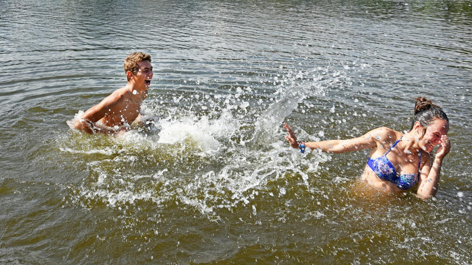 Baignade au lac d'Aydat
