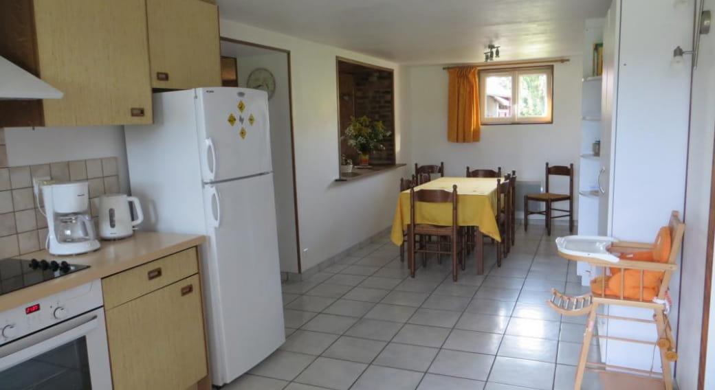 Pièce principale : cuisine, salle à manger.