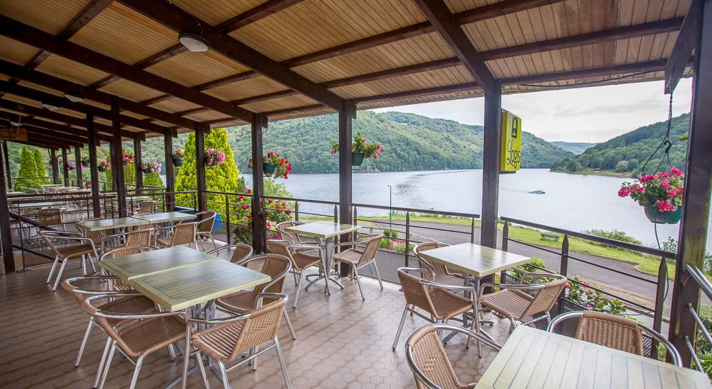 Magnifique vue du restaurant sur le lac des Fades