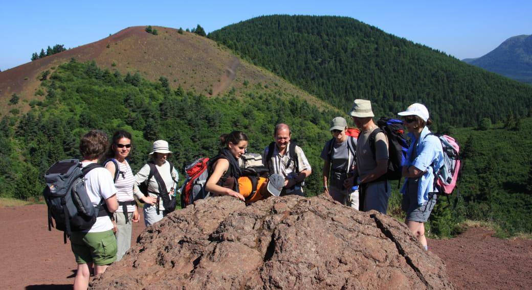 Randonnées thématique volcans accompagnées - création volcans