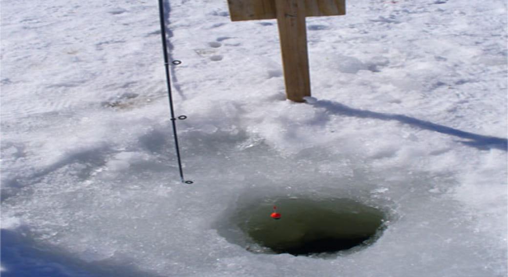 Pêche blanche ou pêche sous la glace au Lac de Guéry
