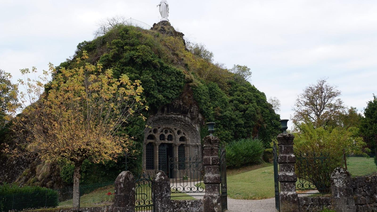 Chapelle monolithe à Fontanges