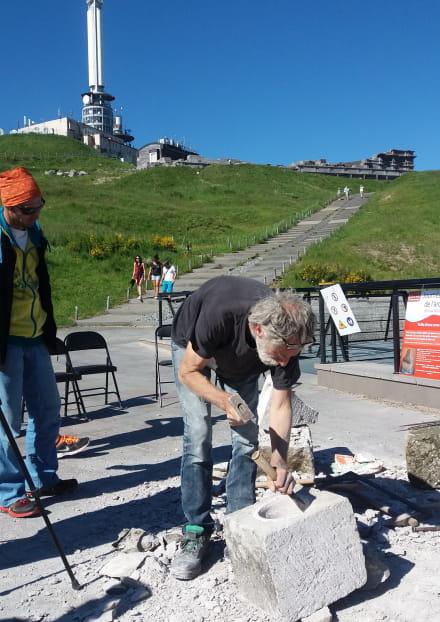 Archéologie expérimentale: 'Construction avec les techniques gallo-romaines d'un chapiteau de temple de Mercure'