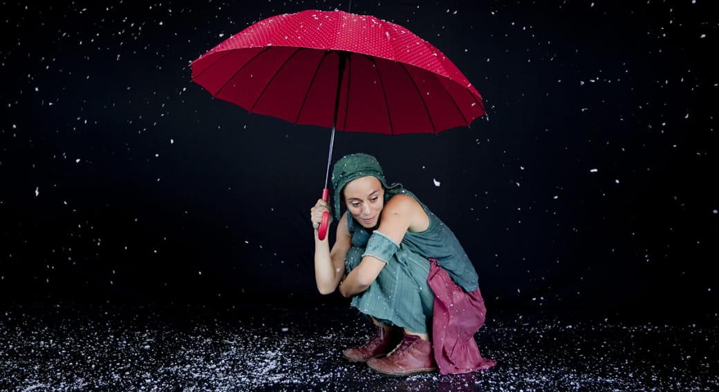Réfugiée poétique Claire Ducreux Théâtre visuel/mime/danse