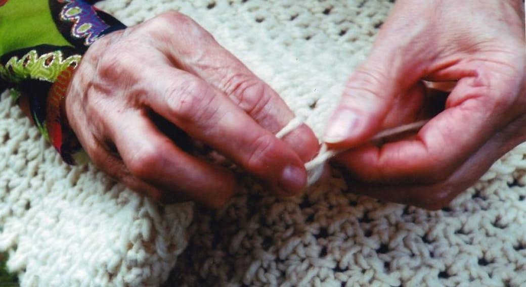 Le crochet sans crochet avec les doigts