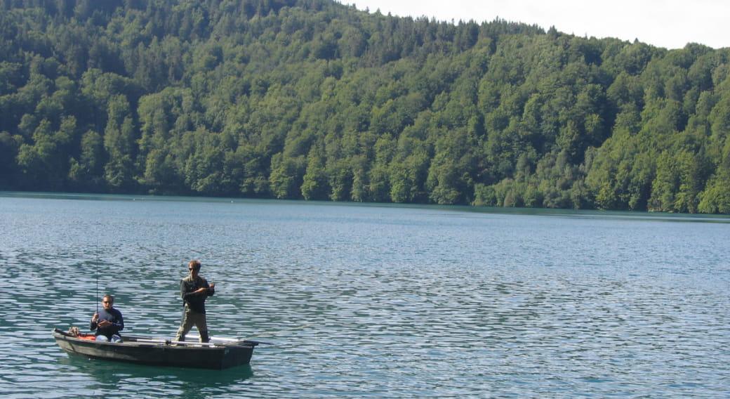 Site de pêche du lac Bourdouze à Besse
