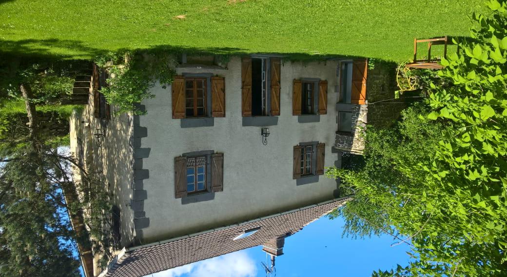 Maison et jardin clos