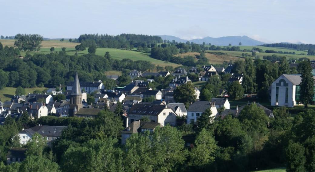 Vue sur le bourg de Pierrefort