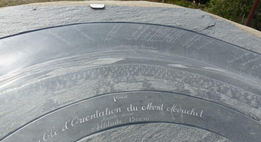 La table d'orientation du Mont-Mouchet