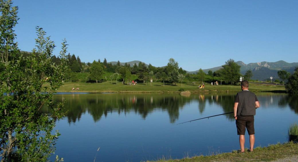 Site de pêche du plan d'eau du Pré Cohadon à Murat le Quaire