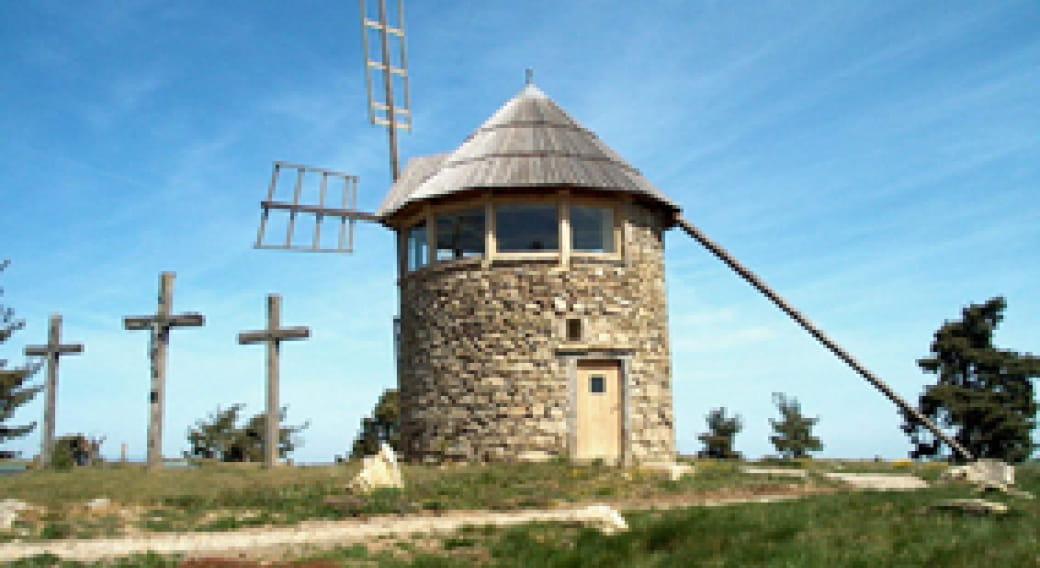 Moulin panoramique et parc éolien